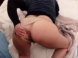 Homemade anal : Booty Milf tries dildoes, then cock