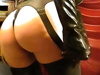 Dame in latex fogginess on webcam