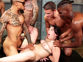 Brunette indestructible fucked  to hand the gym
