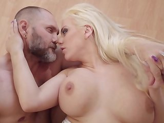 Massive dick nicely enters into blonde's welcoming peach