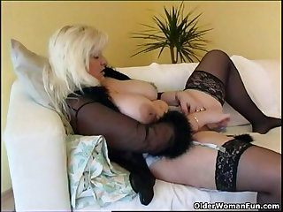 Chubby housewife in stockings plays with new sex gewgaw