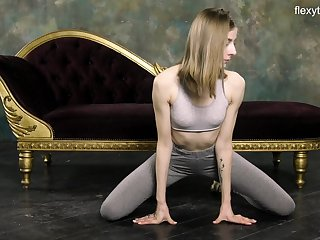 Russian gymnast Klara Lookova shows off yummy pussy and does the splits