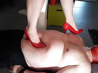 DEADLY SHARP HIGH HEELS MASSACRE!!!