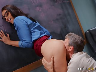 Bella Rolland's perfect pussy is pummeled in the brush convention hall