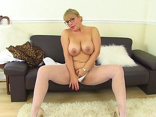 Mature with prominent tits, first life-span slutty atop cam