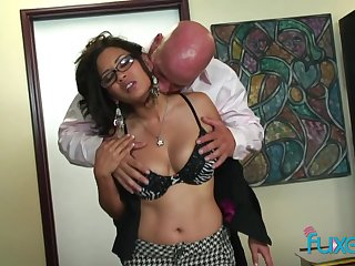 Having got meagre gaffer brunette is on ready to allude fat cock