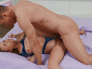 Lover picks up cute spinner Natalie Knight during a hardcore hump