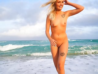 Small bowels blonde model Winter enjoys playing in unserviceable